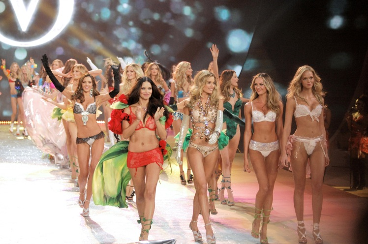 Mandatory Credit: Photo by Henry Lamb/Photowire/BEI / Rex Features (1956643du) Victoria Secrets Fashion Show Finale Victoria's Secret Fashion Show, Lexington Armory, New York, America - 07 Nov 2012
